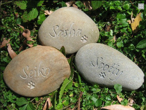 Pet Memorial with Heart for Dogs Cats or any Pet Engraved Stone/Stone Crafts